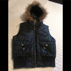Black furry vest size M